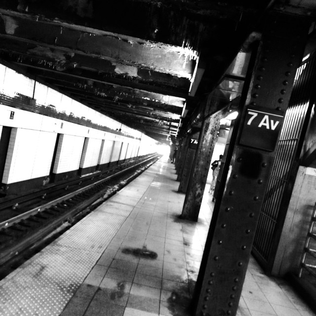 A pause in the hectic #NY commute | 8:30am, 7th Avenue #nyc #newyorkinblackandwhite #subway #architecture