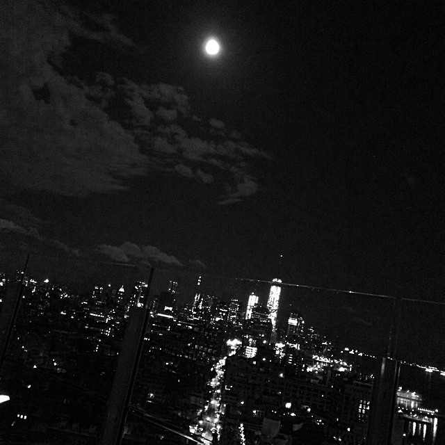 #nyc #nycinblackandwhite #moon #nature #boomboomroom #standardhotels #fullmoon (at Boom Boom Room)
