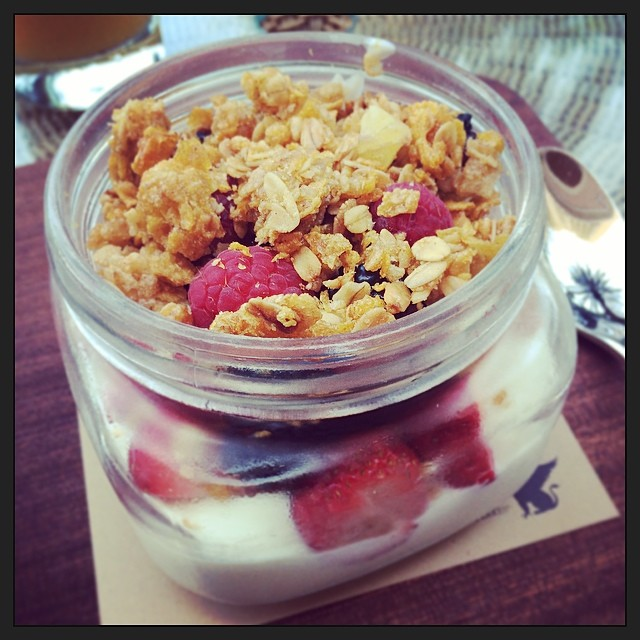 Sunday #healthy start. #granola, Greek yogurt, fresh berries (at Citron - JW Marriott)