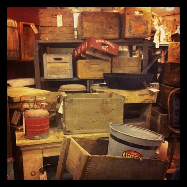 Chic #vintage crates #nyc  (at Fishs Eddy)