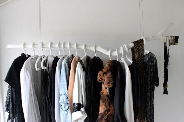 e-pic :     Branch Clothing Rack