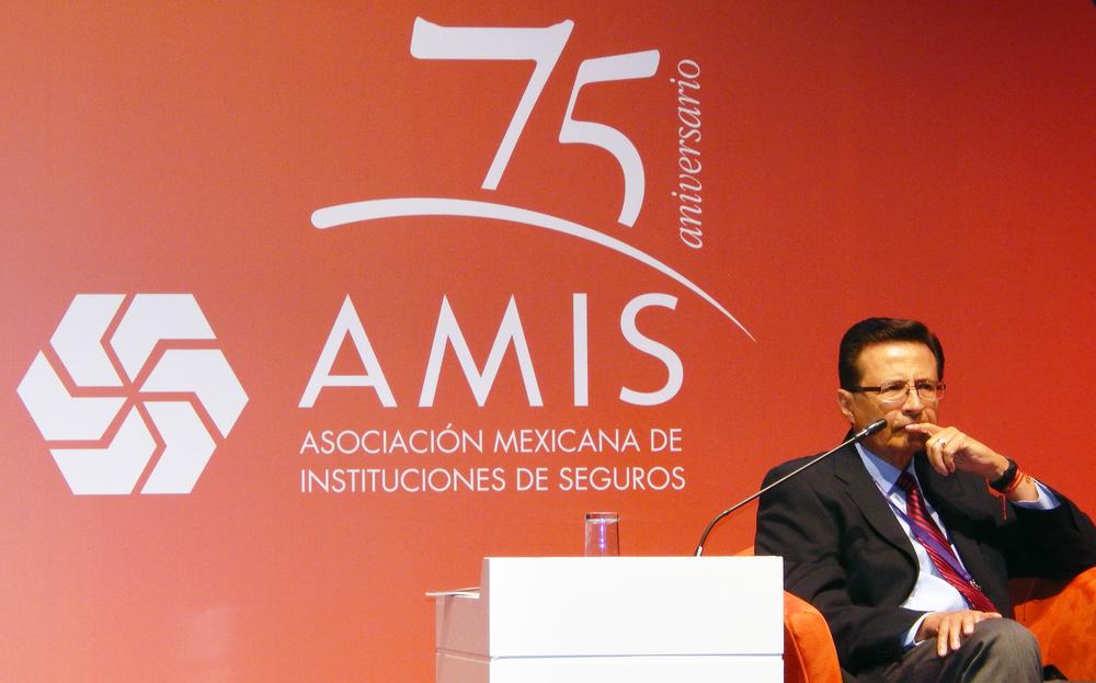 Dr. RobertoTapia-Conyer, Director de la Fundación Carlos Slim en su participación en la Asociación Mexicana de Instituciones de Seguros (AMIS).