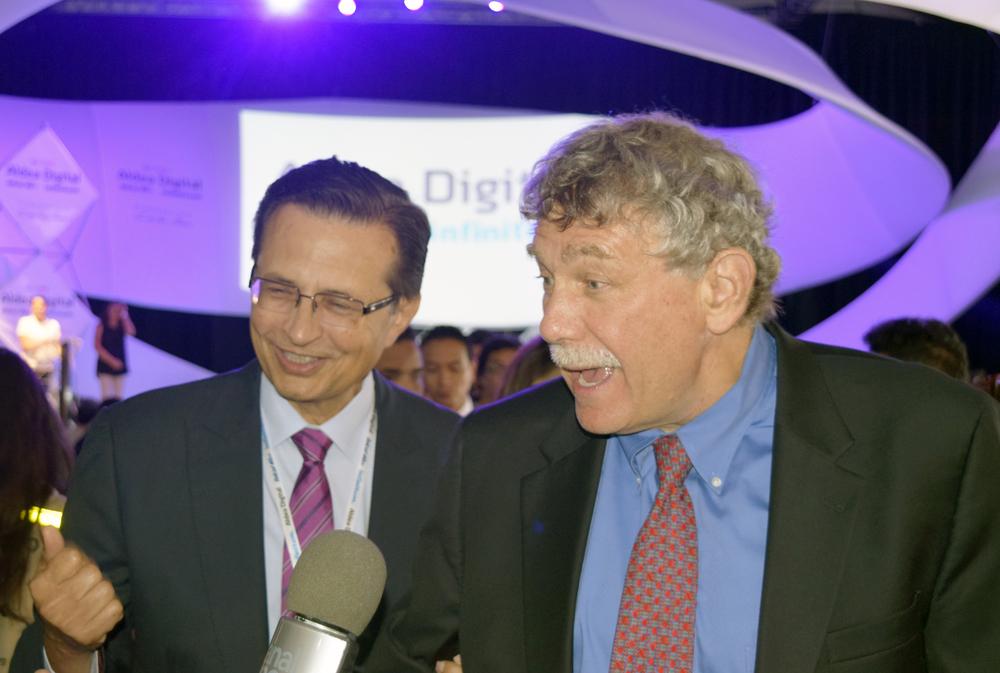 Dr. Roberto Tapia-Conyer y el Dr. Eric Lander durante Aldea Digital