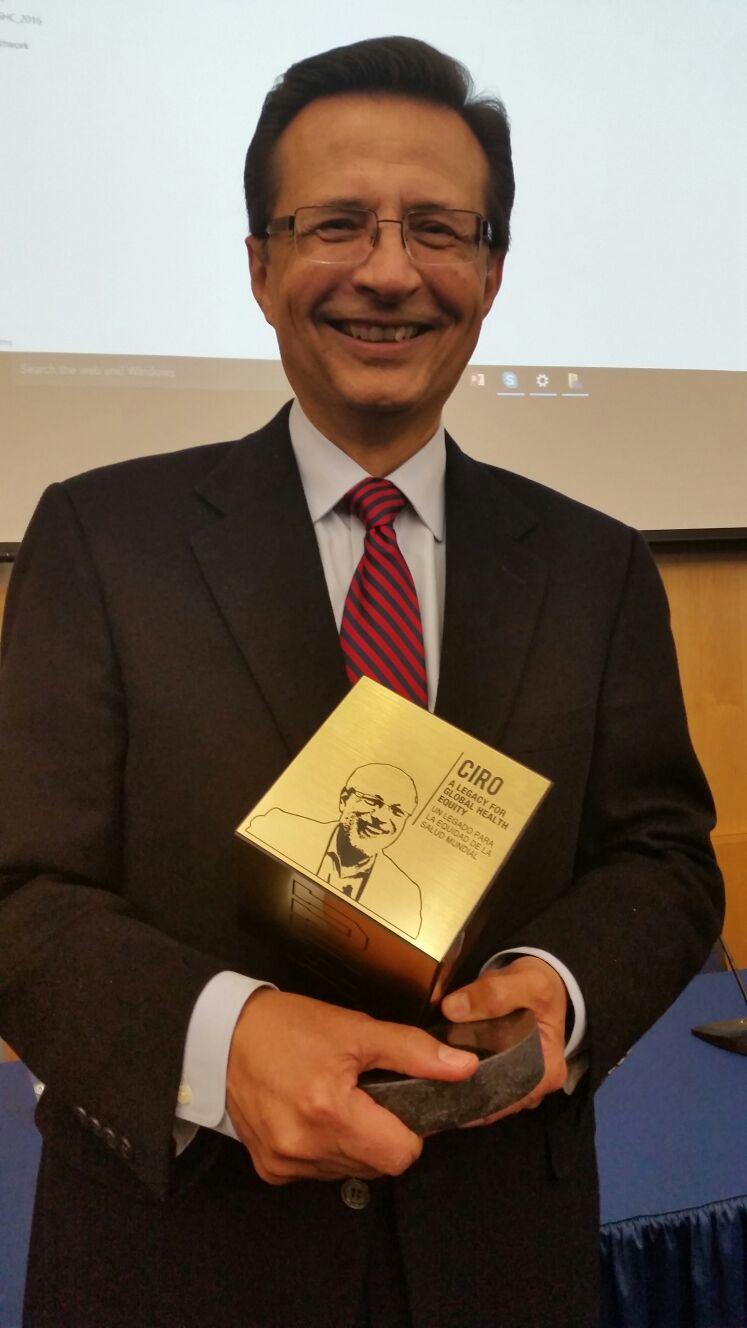 Dr. Roberto Tapia Conyer en FIU