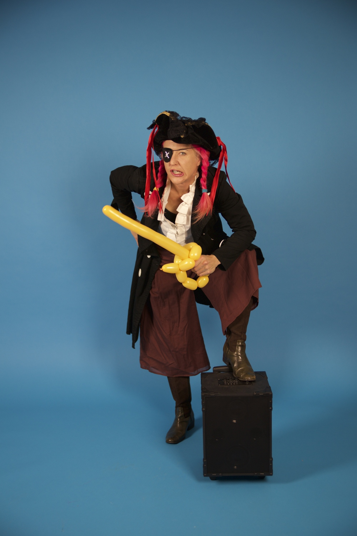 BEE BEE (clown) the Pirate