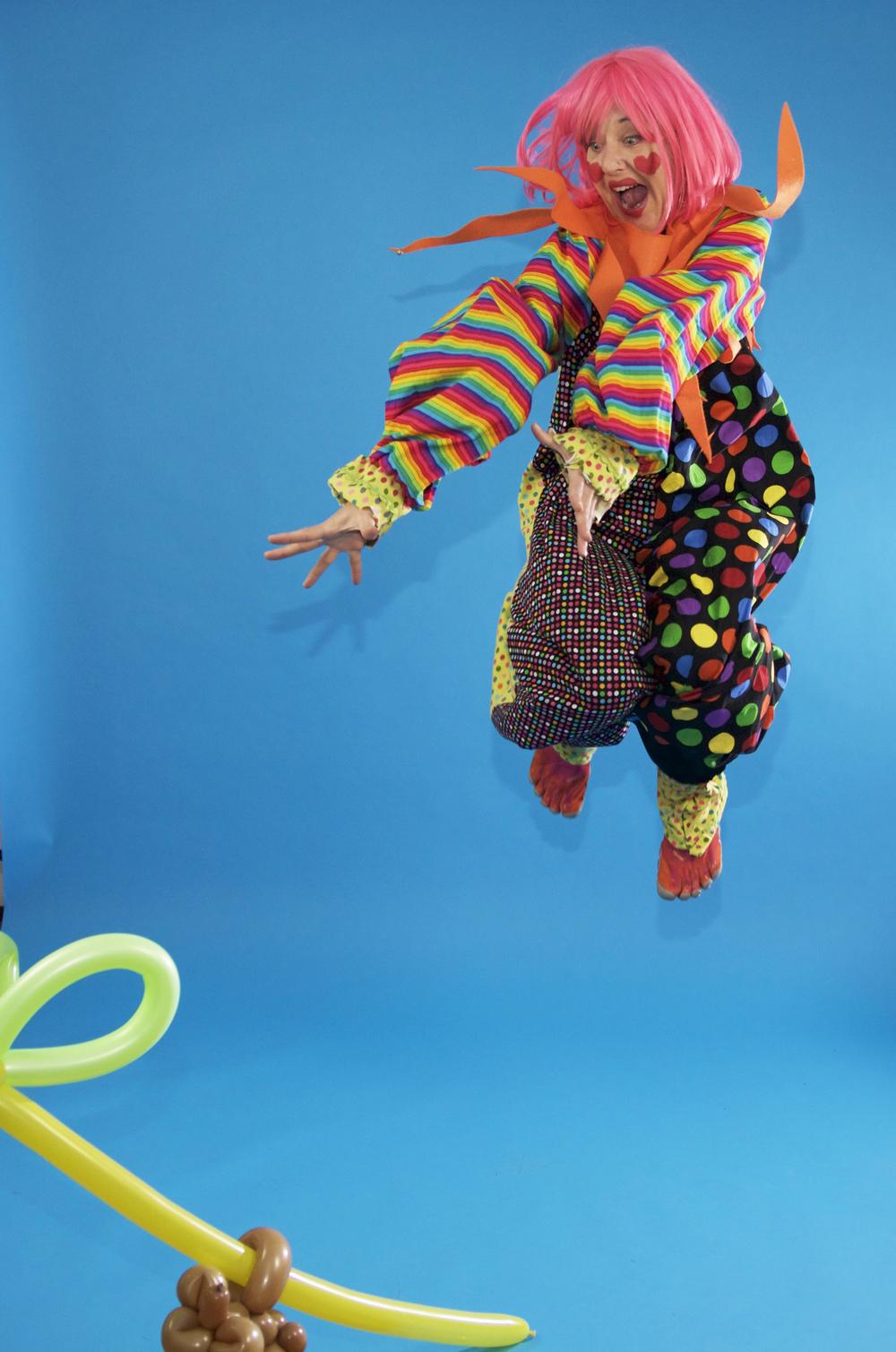 BEE BEE Clown super active!