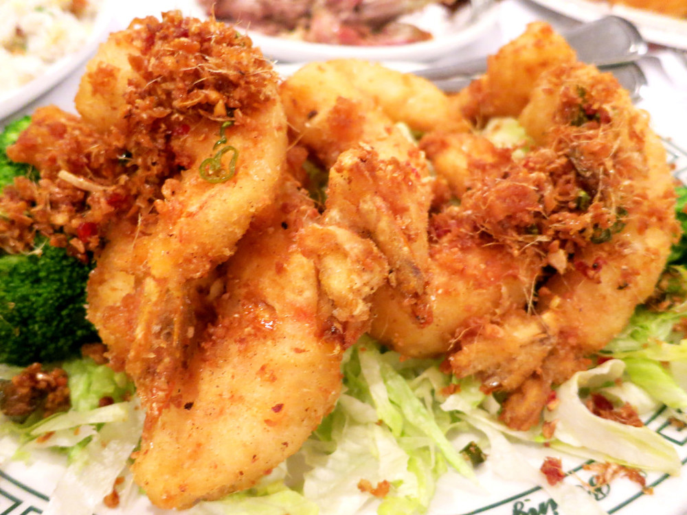 JEO-YAN SHRIMP   Jumbo shrimp lightly battered and fried, topped off with a mix of spices