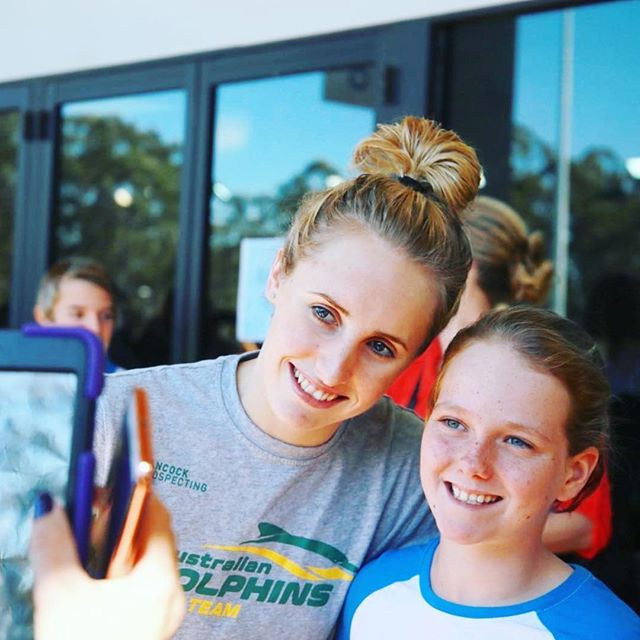 Never a dull moment when chatting to the next generation of swimmers and swim fans 😄 I had so much fun today racing and mingling! Even managed to snag a sneaky PB for the first time in 4 years for my 200 Medley. 😏 Hope to see more of you tomorrow ❤️🐬 @ausolympicteam @dolphinsaus @funkitaswimwear