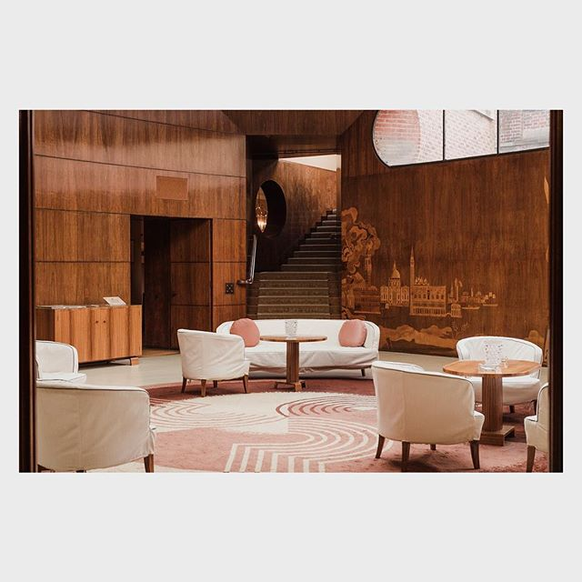 A 14th Century Castle turned mid-century muse. Eltham Palace is hidden in plain sight amidst modern London neighborhoods, masking its once-held majesty. This jewel of conglomerated architecture and design is the only of its kind & a marvel to behold. ⠀⠀⠀⠀⠀⠀⠀⠀⠀ Swipe right to see the Palace or click the link in my bio to see the full castle in all of its mid-century marvel.