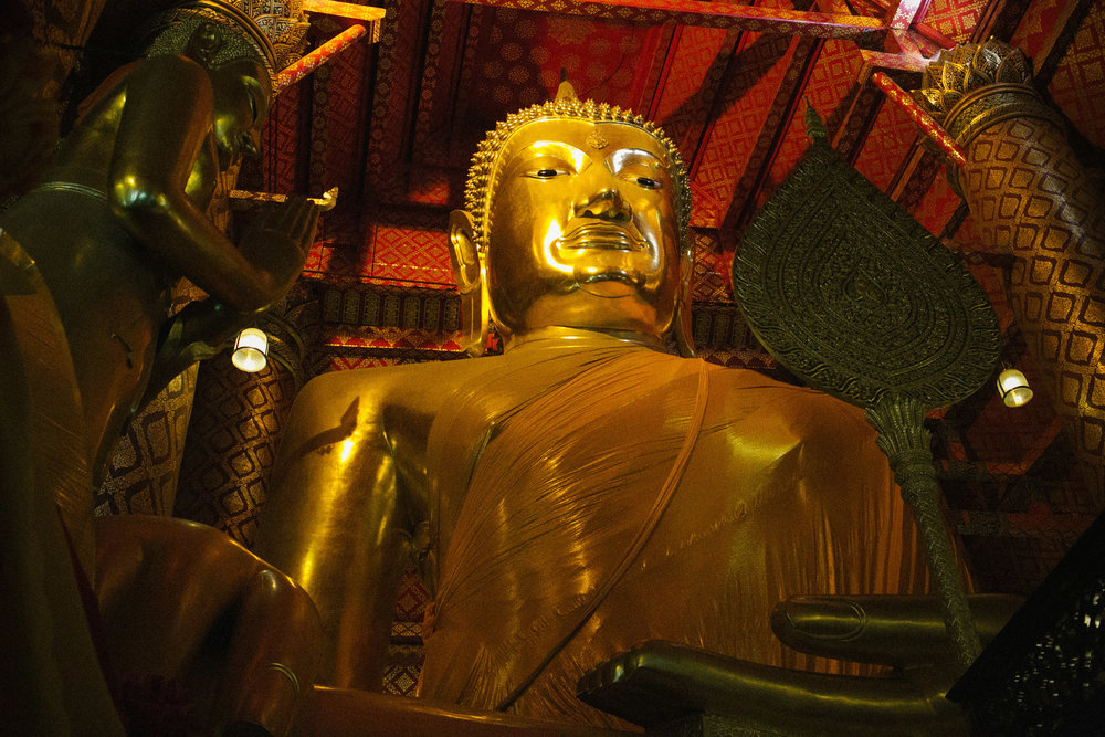 Wat+Phanan+Choeng+Buddha.jpeg