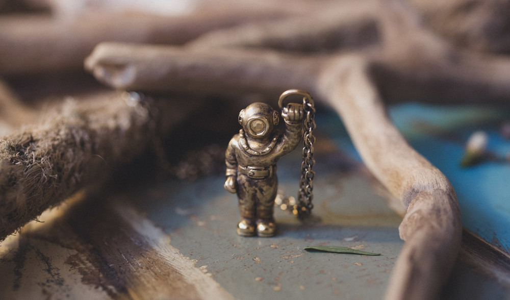 The Diver necklace is now finished.