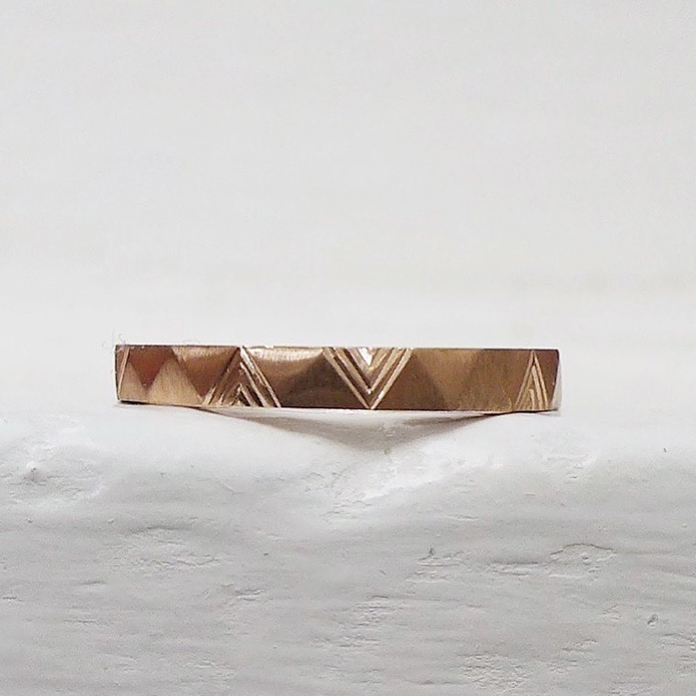 Faceted band with bespoke triangular engraving