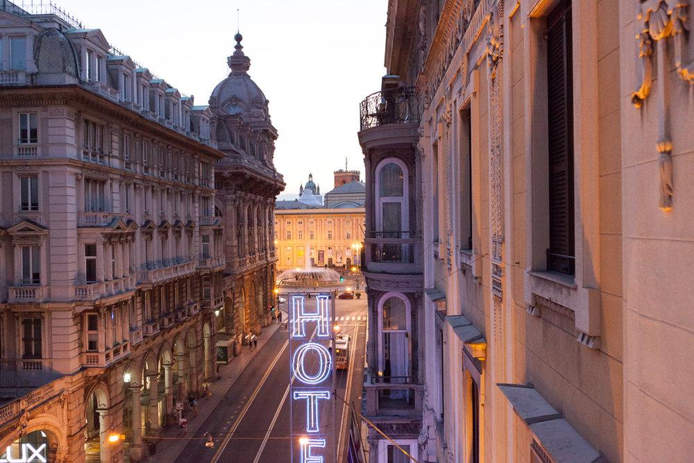 Piazza de Ferarri  and  Via XX Settembre , Genoa, alketamisja photography, 2016