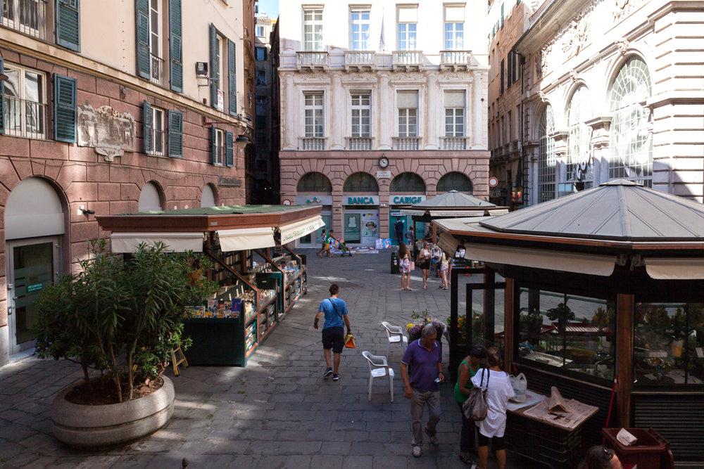 Piazza Banchi, Genoa Italy, alketamisja photography 2016