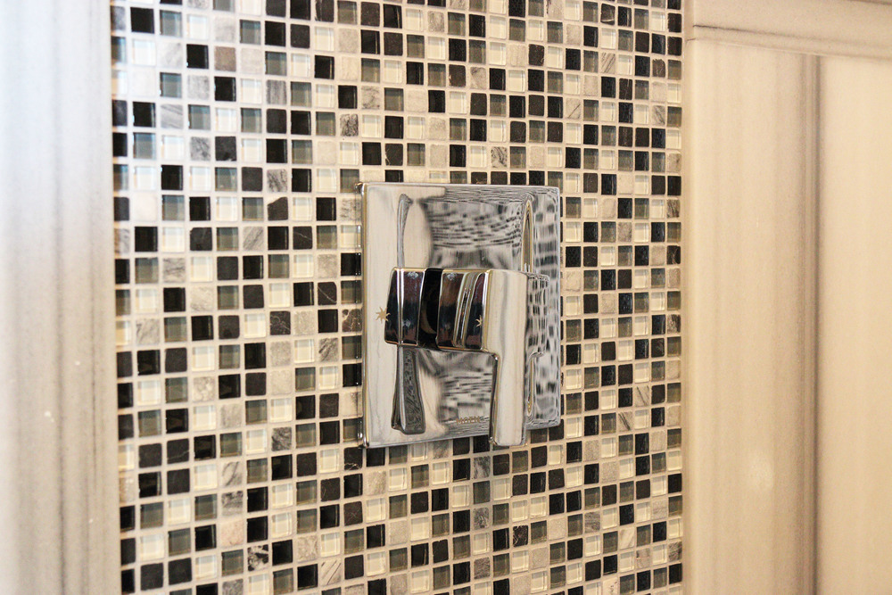 25 Scugog Bathroom shower faucet.jpg