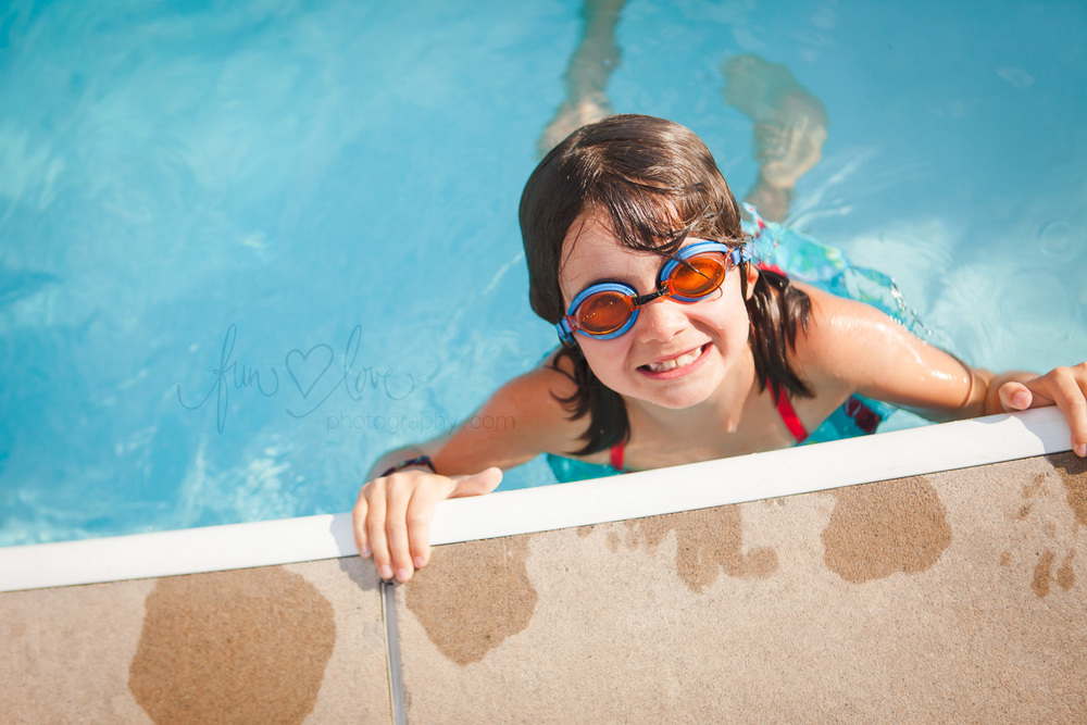 girl-in-pool-with-goggles-toronto-family-photography