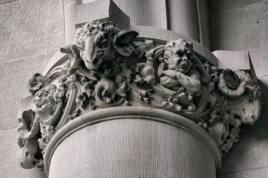 Loggia column capital