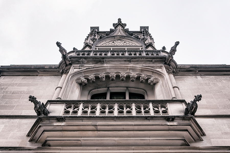 Pedimented balcony composition