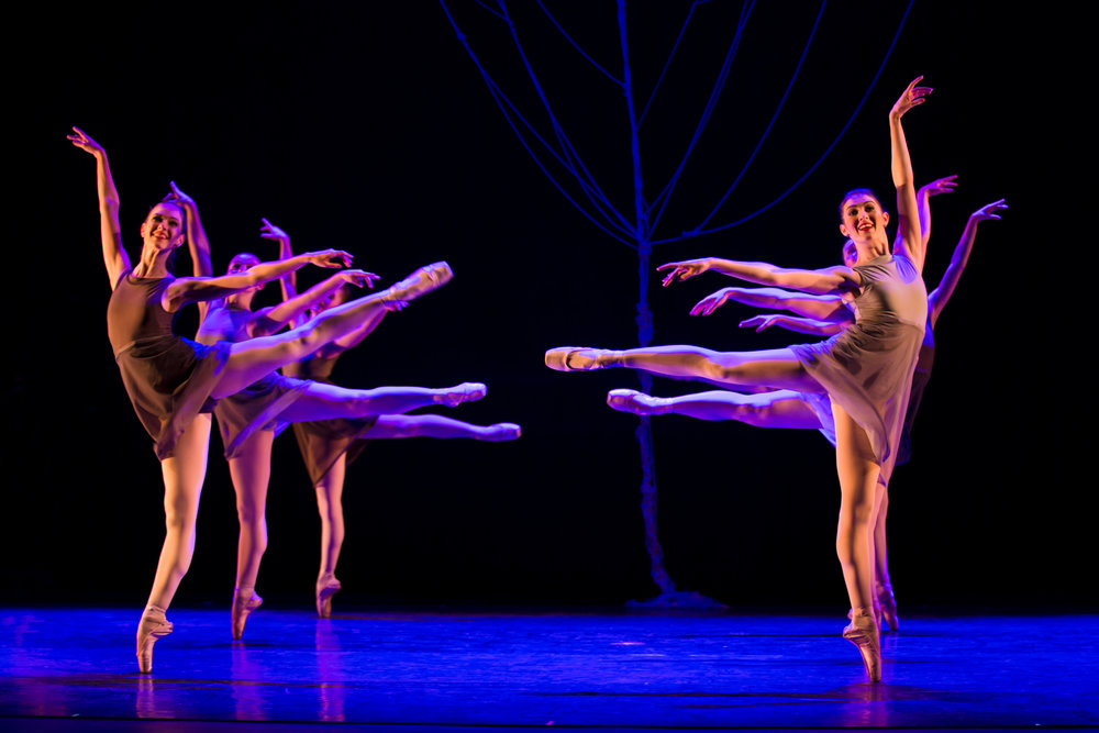 Company Apprentice Morgan Kelly (right) with Ballet 5:8 Artists of the Company in S hades of Refrain.