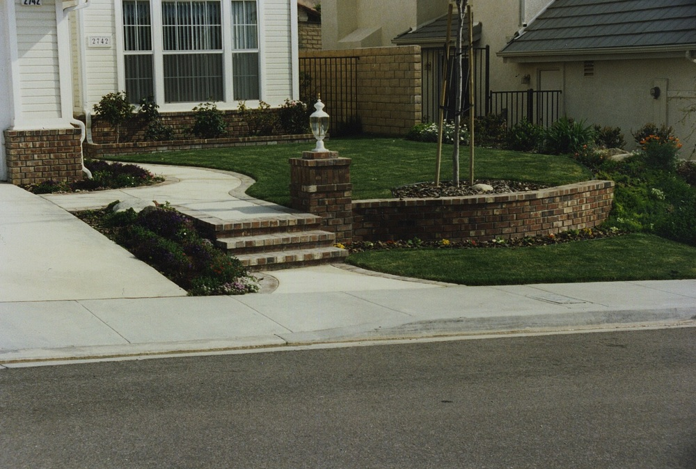 Small Front Yard.jpg