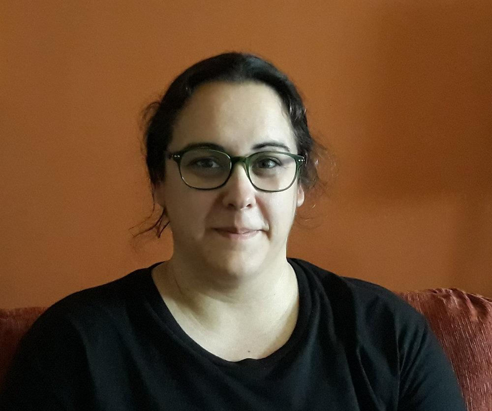 - Noemí SantillanaInstructoraNoemí Santillana López és llicenciada en Química, quiromasatgista, reflexòloga i terapeuta de shiatsu, i professora de ioga en el Centre Siddharta.Motivada pel desig de poder ajudar a la gent en el seu camí de desenvolupament i acompanyar les persones en la seva recuperació de la malaltia, s'ha volgut dedicar professional a l'àmbit de la salut i el creixement personal. El seu treball de recerca professional l'ha portat a combinar el coneixement de la medicina xinesa i els meridians amb el ioga, elaborant així cursos i tallers en els que les persones poden aprendre eines de salut totalment noves per la cura i prevenció de moltes afeccions.