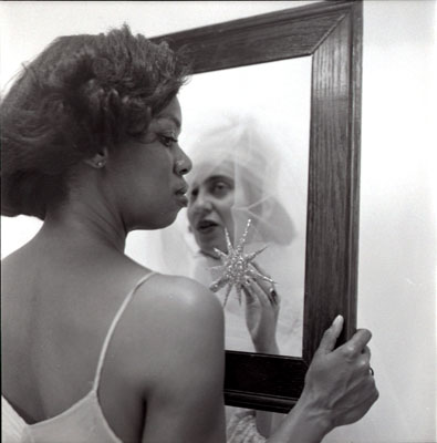 Carrie Mae Weems . Mirror, Mirror  1987-1988.