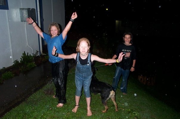 Kelsey, Elin and Julia hanging out with Djingis in the rain. Photo: Elin Wyller
