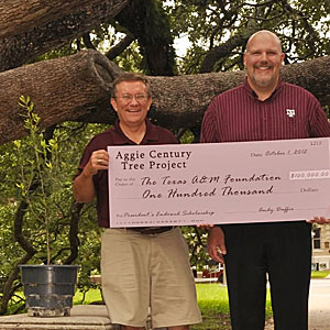 Duffie presents The Century Tree President's Endowed Scholarship to Jody Ford '99 of the Texas A&M Foundation. Photo courtesy of the tamu times.