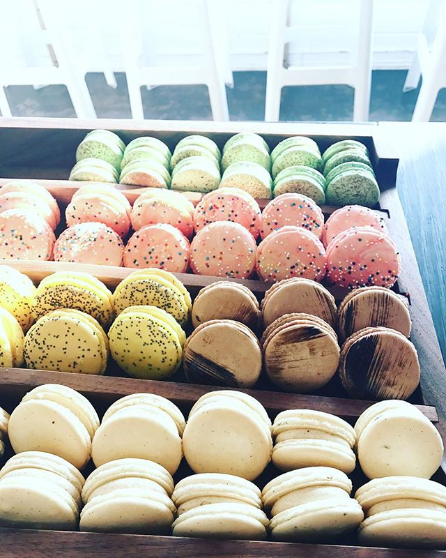 Get your weekend started @cremacrema with some yummy French Macarons & ☕️! Open at 7am :)