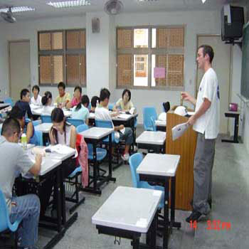 ryan-teaching04.jpg