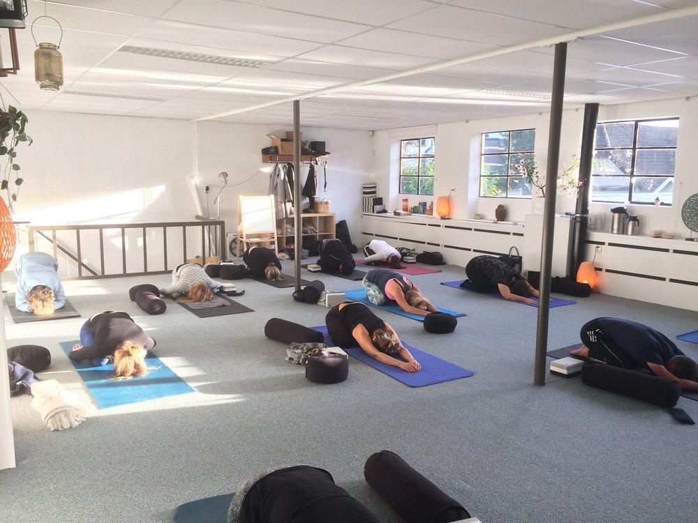 Yoga in actie INTU YOGA.jpg