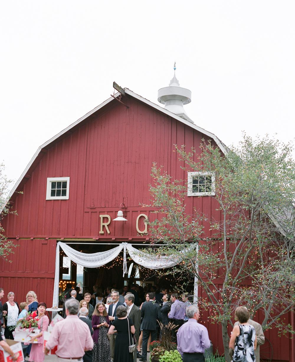 wisconsin-barn-wedding-043