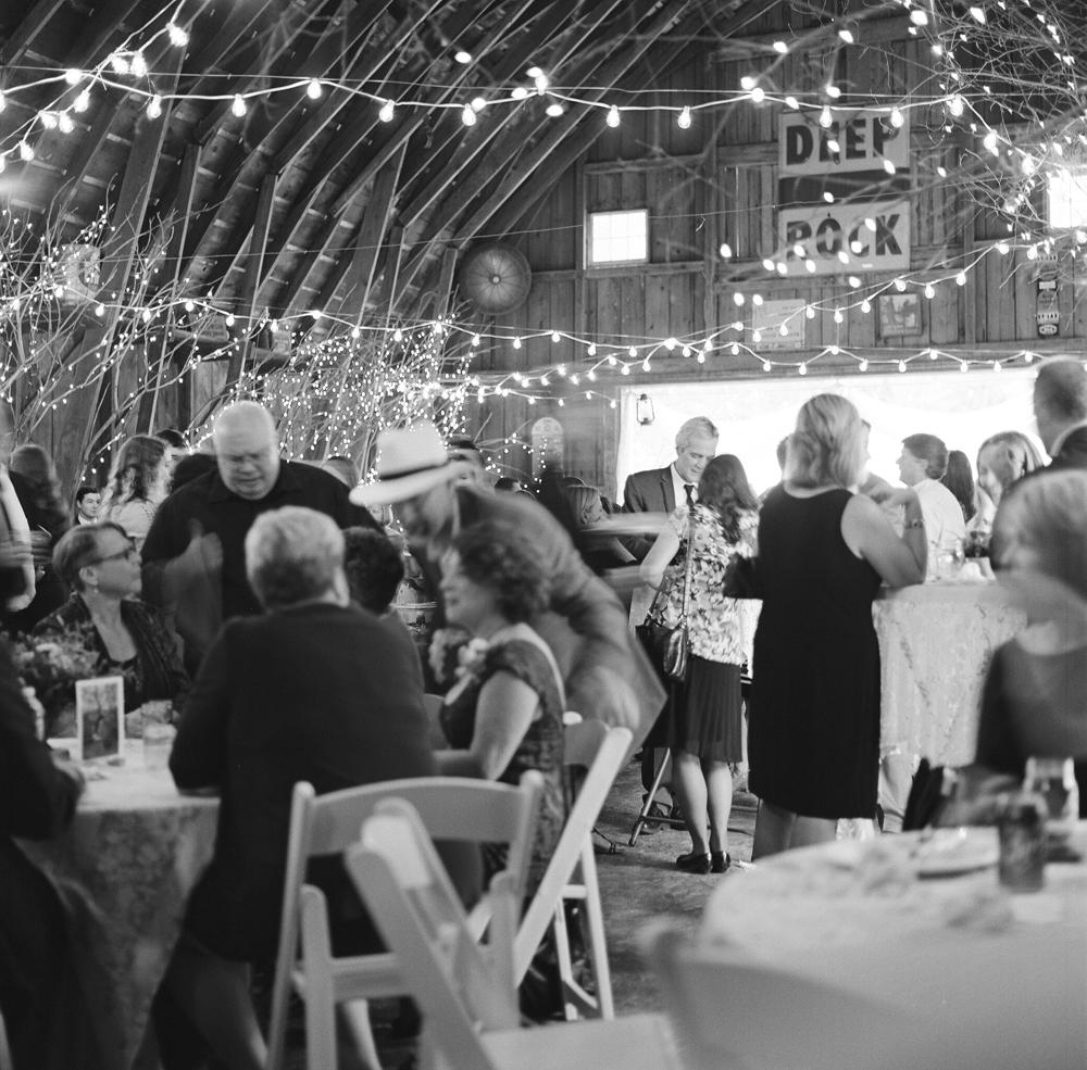 wisconsin-barn-wedding-058