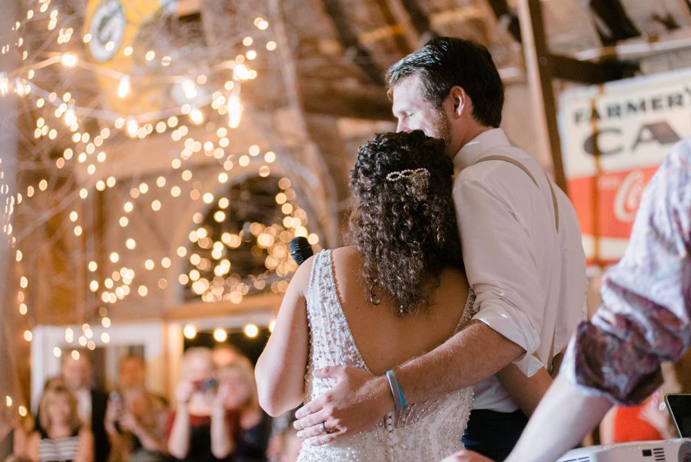 wisconsin-barn-wedding-063