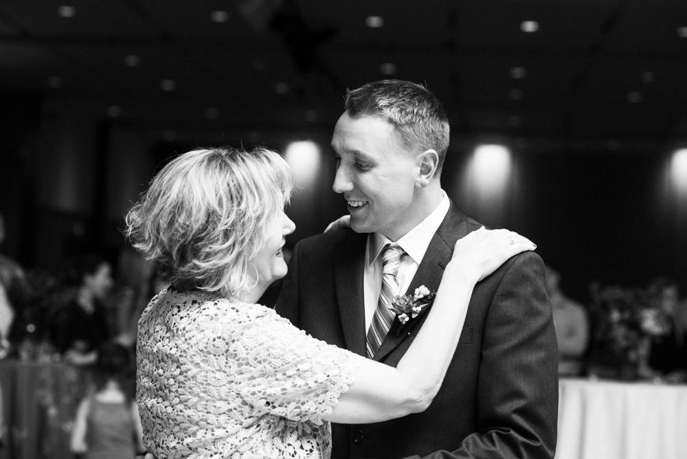 madison-wisconsin-wedding-photographers-038
