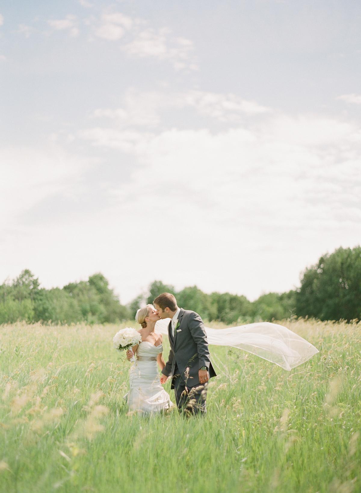 romantic-milwaukee-wedding
