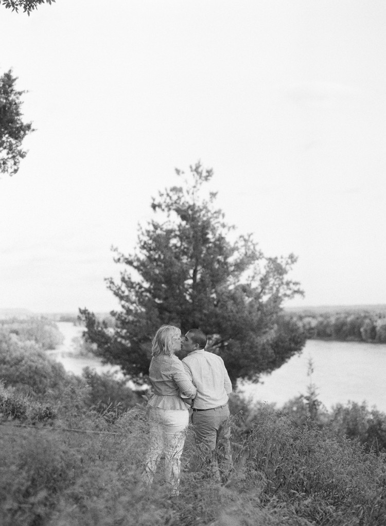 western-wisconsin-engagement-portraits-030