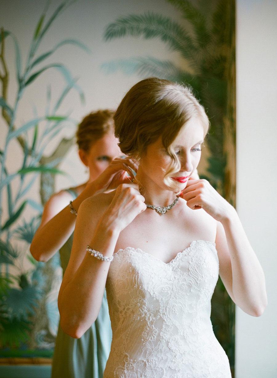 bride getting ready at Villa Terrace Milwaukee wedding
