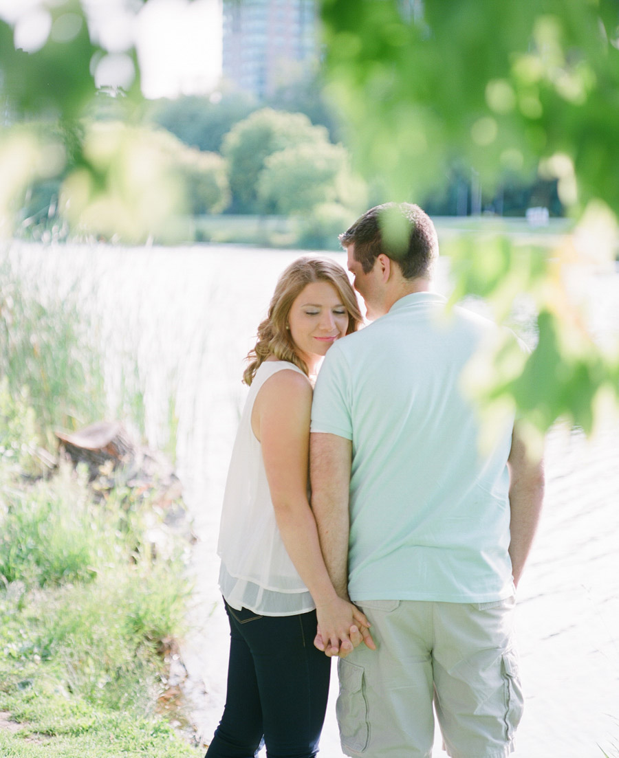 Milwaukee_Engagement_Photographer_004.jpg