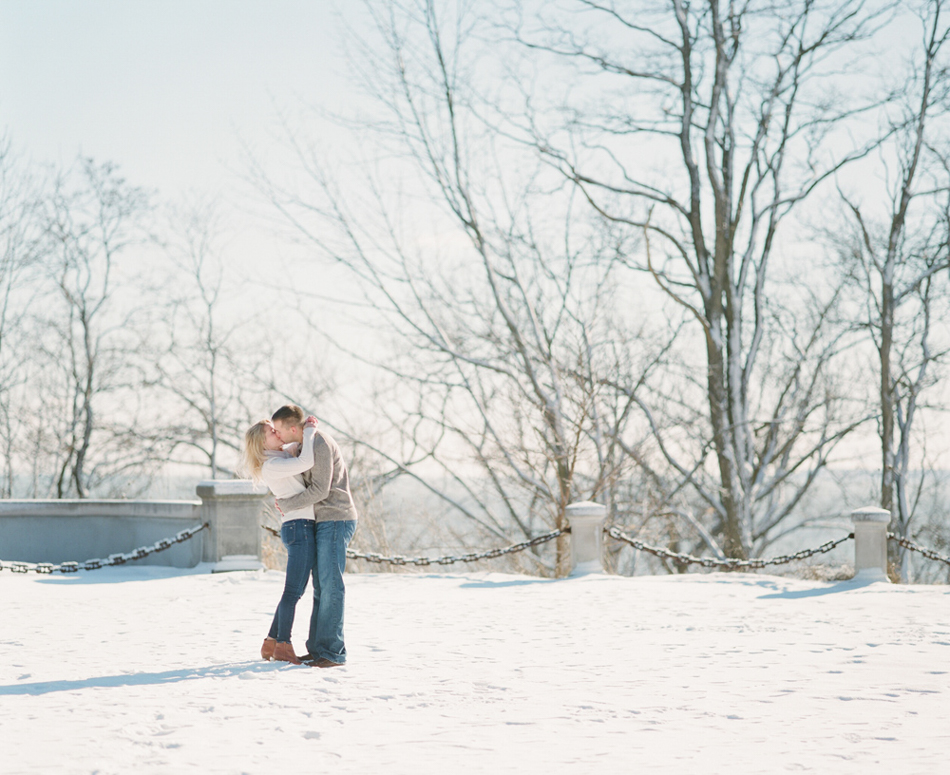 Milwaukee_Winter_Engagement_Photos_005.jpg