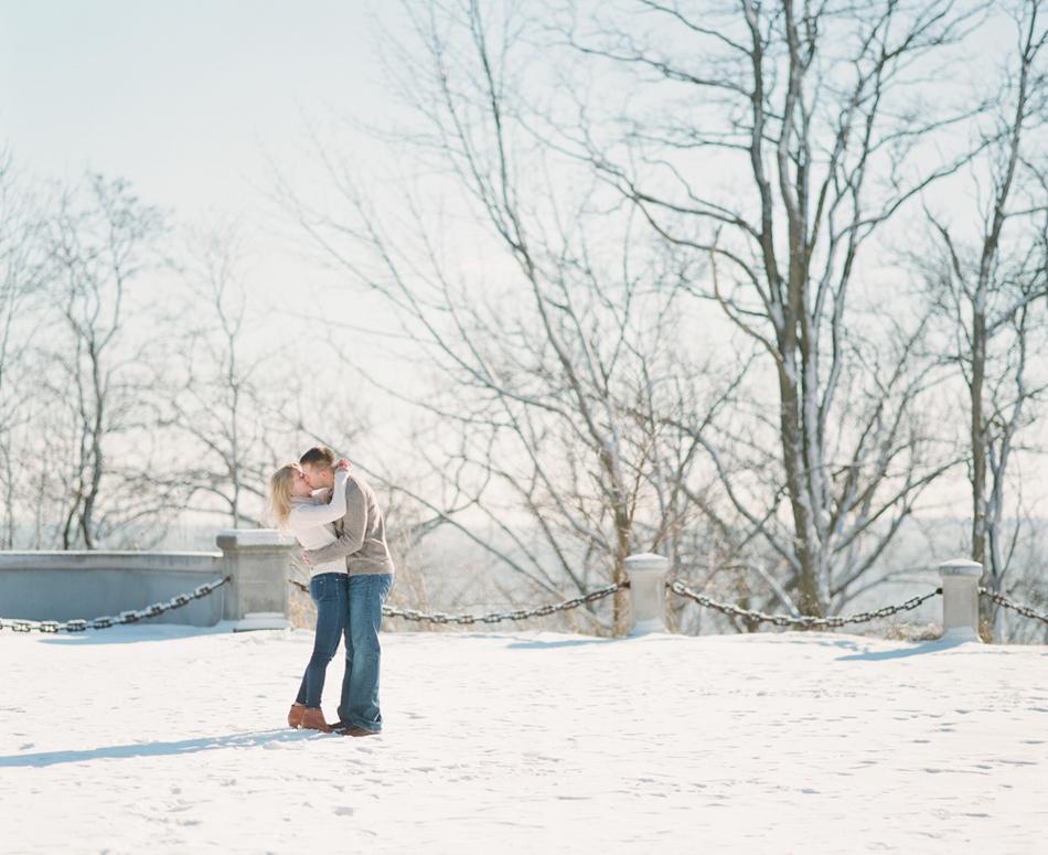 Milwaukee_Winter_Engagement_Photos_005.jpg