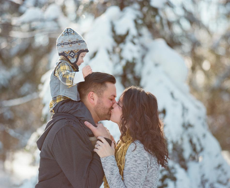 Winter_Family_Photography_Wisconsin_010.jpg