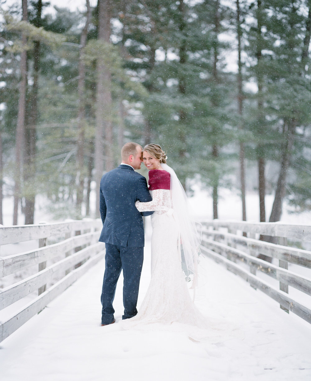 winter wedding snowy portraits