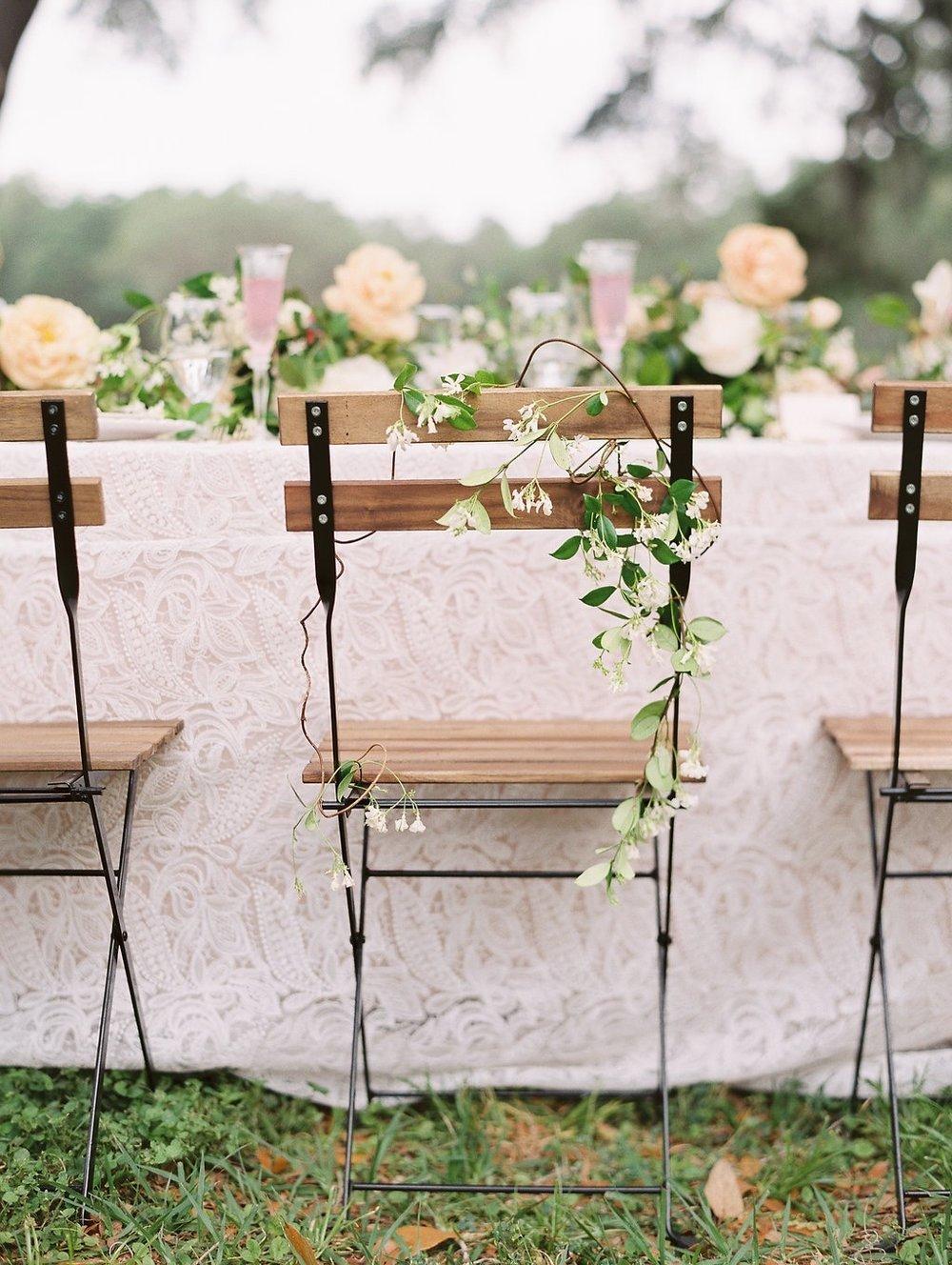 Florals: Bows + Arrows Flowers, Linen: La Tavola Linen