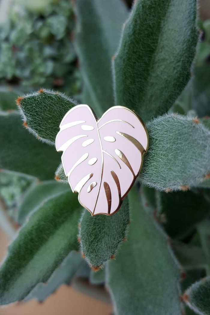 Monstera Leaf Pink Pin