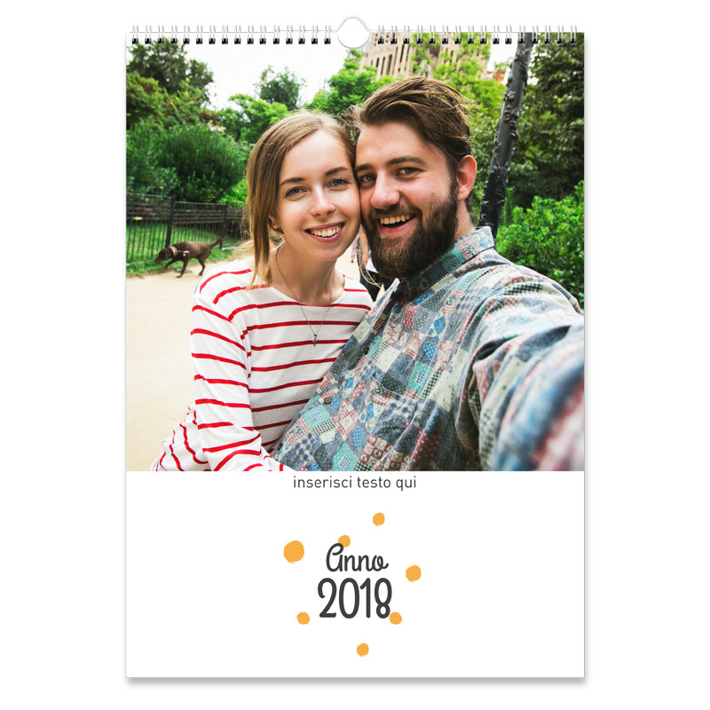 ARTE POINT 1 - Artè è il calendario con foto da personalizzare con i ricordi belli dell'anno passato. Compleanni, gite fuori porta, vacanze: raccogli le tue foto più preziose e divertiti a creare un calendario unico e originale che ti accompagnerà per tutto il nuovo anno!Dimensioni: 29 x 42 cmTipo di carta: patinata opaca 250 grNumero di pagine: 13 fogli (12 mesi + copertina)Rilegatura: a spirale nella parte superiore€ 24,90