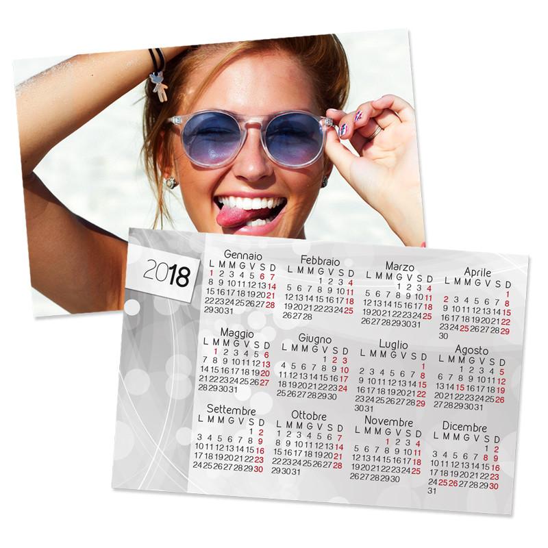 ARTE POINT 6 - Foto Piena sono i calendari tascabili personalizzati da stampare con una foto o una grafica speciale. un foto gadget unico da donare a chi vuoi tu! Perfetti da portare sempre con te nel portafogli. Acquistabili a multipli di 12 pezzi.Dimensioni: 8,5 x 5,5 cmStampa: fronte e retro€ 0,59 cad (acquistabili a multipli di 12 pezzi)