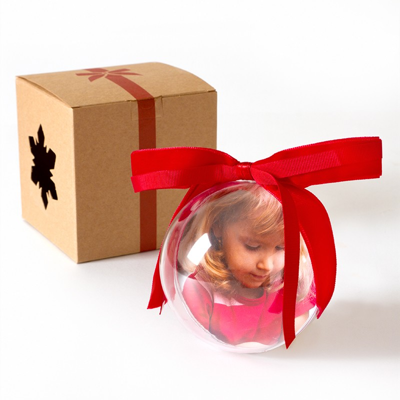 Red Christmas - Red Christmas è la palla di Natale personalizzata da stampare tutti gli anni con un foto ricordo natalizio. Un foto regalo dolcissimo per le persone a cui vuoi bene.Questo tema permette di inserire 1 foto.€ 11,90