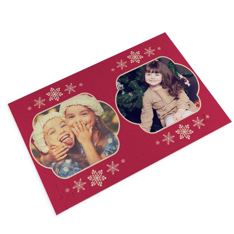 Puzzle Christmas - Red Christmas è il foto puzzle personalizzato da stampare con i vostri foto ricordi più dolci. Un regalo di Natale tenerissimo con cui sorprendere le persone a cui vuoi bene.Questo tema permette di inserire 2 foto.€ 24,90