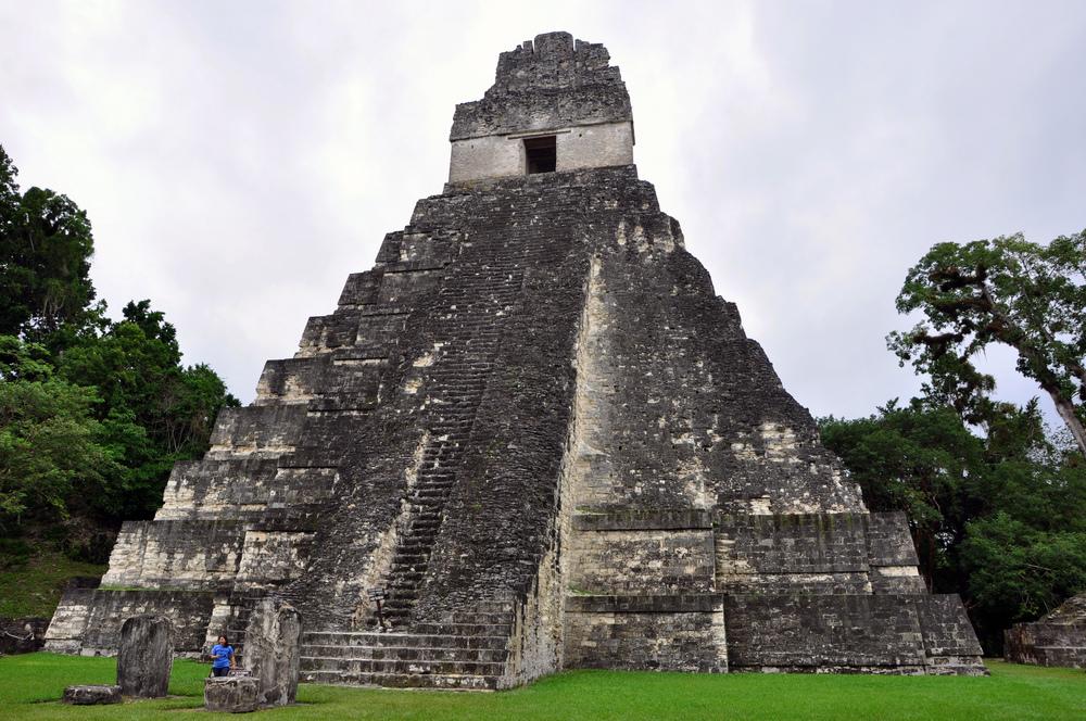 Tikal_temple_1_2009u.jpg